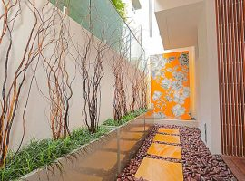 luxury-home-mosaic-wall-courtyard