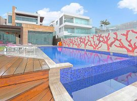 luxury-home-pool-infinity-edge-deck
